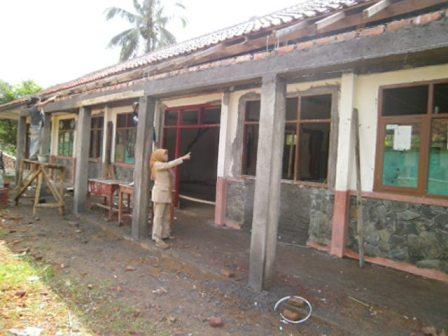 SDN Cibangbara tengah merealisasikan DAK untuk rehabilitasi sedang dua ruang kelas 2013