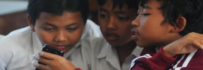 Pelajar Dilarang Pemerintah Membawa HP ke Sekolah