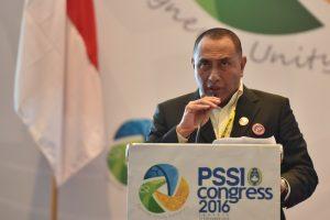 Ketua Umum PSSI Edy Rahmayadi memberikan kata sambutan pada Kongres PSSI di Jakarta, Kamis (10/11). Edy Rahmayadi terpilih menjadi ketua umum PSSI setelah memperoleh 76 suara dari total 107 pemilik suara sah sementara wakil ketua dijabat oleh Joko Driyono dan Iwan Budianto. ANTARA FOTO/Wahyu Putro A/pd/16